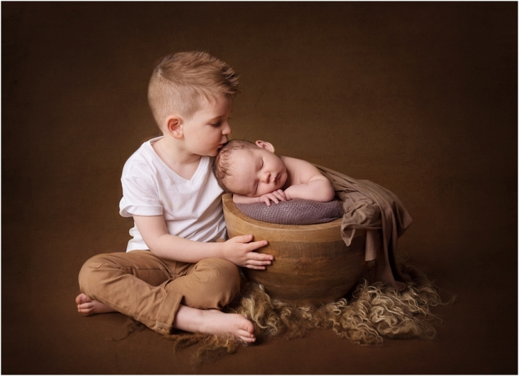 Tiny Baby Studio Newcastle Newborn Baby Photographer Siblings Kissing