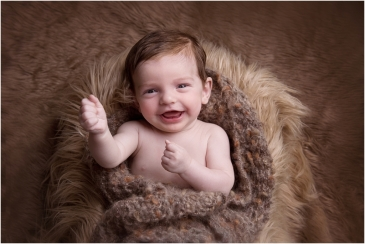 tiny-baby-studio-newcastle-newborn-photographer-older-newborns-smiling-baby
