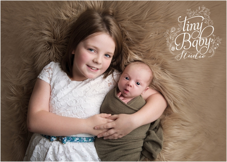 tiny-baby-studio-newcastle-newborn-photographer-awake-newborn-with-sister