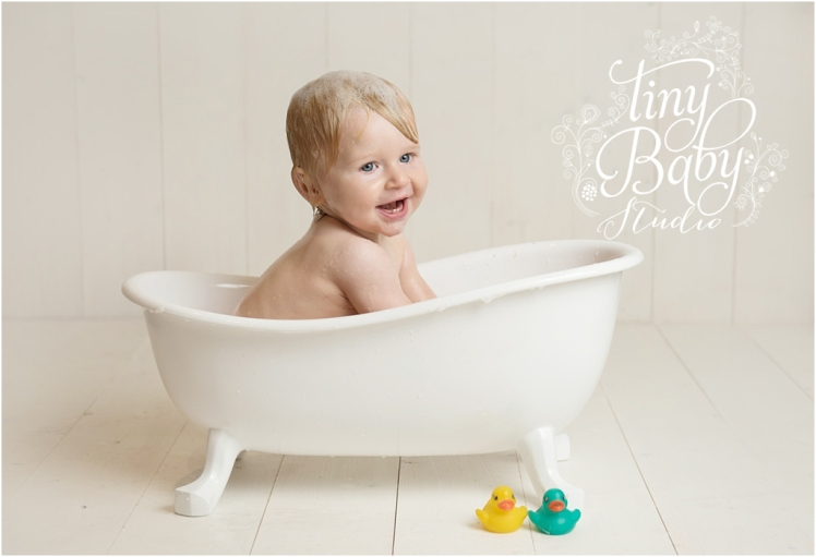 tiny-baby-studio-newcastle-newborn-photographer-baby-in-bath