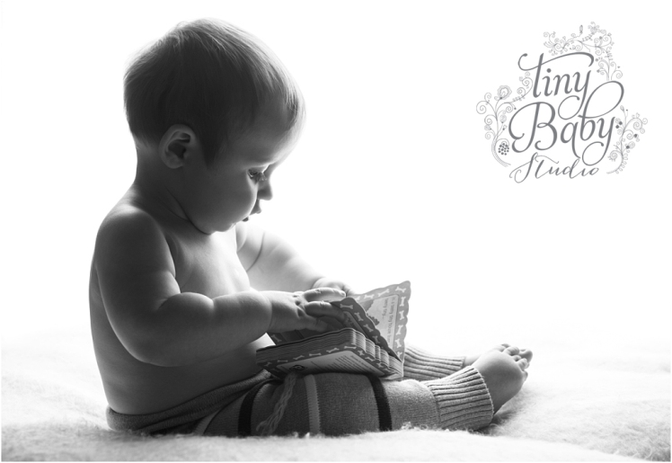 tiny-baby-studio-newcastle-newborn-photographer-sitter-session-back-lit