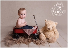 tiny-baby-studio-newcastle-baby-photographer-sitter-session-baby-props