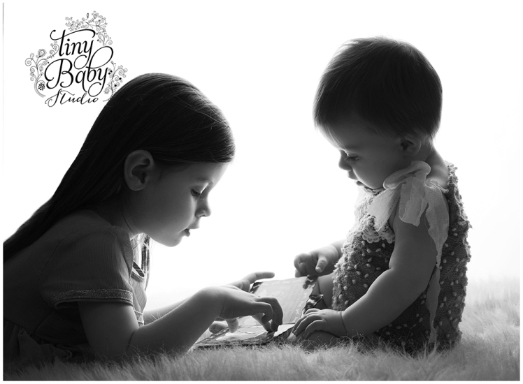 tiny-baby-studio-newcastle-newborn-baby-photographer-baby-with-older-sibling