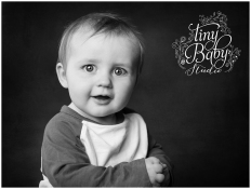 iny-baby-studio-newcastle-newborn-baby-photographer-black-and-white-portrait